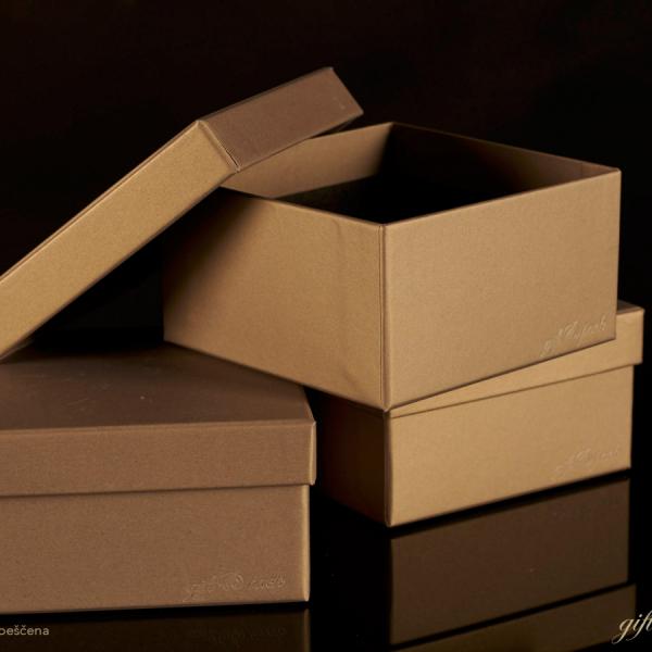 Darilna škatla G1.0 R110X110X60mm PEŠČENA