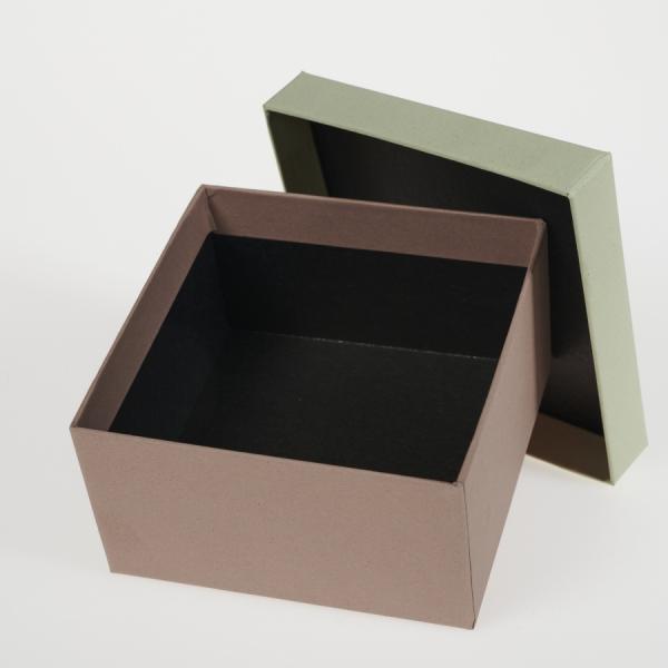 Darilna škatla G1.0 R110X110X60mm MANDELJ - KIVI